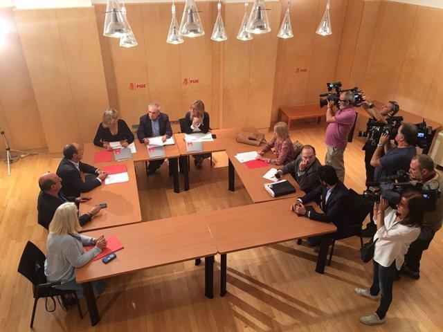 Reunión de sindicatos y PSOE