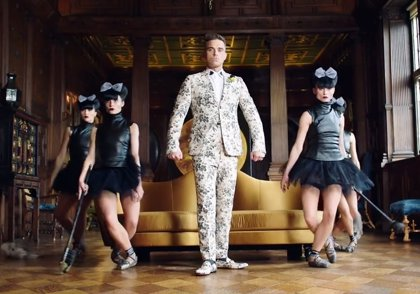 Robbie Williams estrena vídeo para Party like a russian, primer single de su nuevo disco