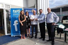 Ceniceros saluda a Junta Directiva FARO, entidad beneficiaria del IV Torneo de Pádel organizado por Rotary Club Logroño