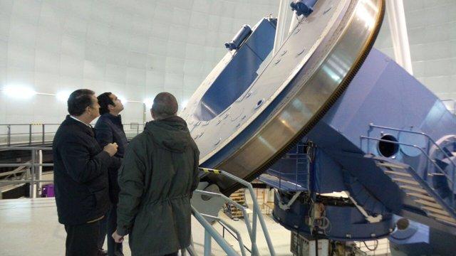 Visita del delegado del Gobierno en Andalucía al observatorio de Calar Alto