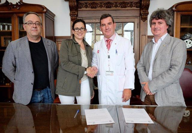 Firma del convenio para la donación de los fondos