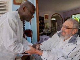Fidel Castro recibe al presidente de Guinea Bissau