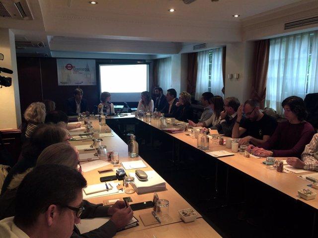 La consellera Meritxell Borràs en un encuentro de catalanes en Londres