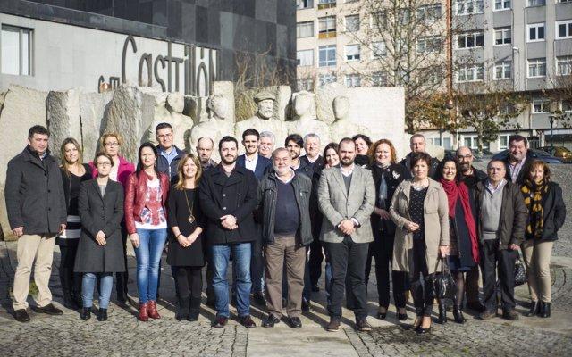 Julio Sacristán con la ejecutiva del PSOE