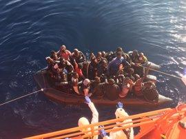 Llegan a Almería los 50 inmigrantes rescatados este sábado de dos pateras