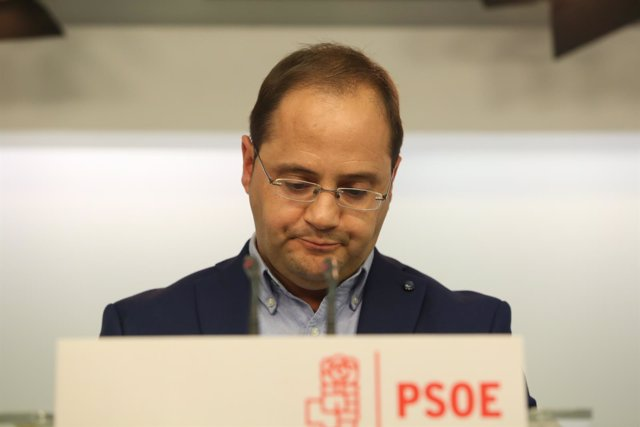 El secretario de Organización del PSOE, César Luena, comparece en Ferraz