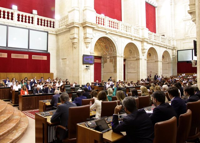 Sesión plenaria en el Parlamento andaluz