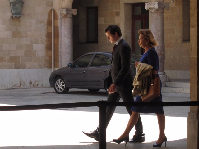 Munar, con el coche que le conduciría a la cárcel al fondo