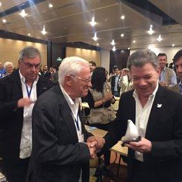 El Padre Ángel con el presidente de Colombia, Juan Manuel Santos