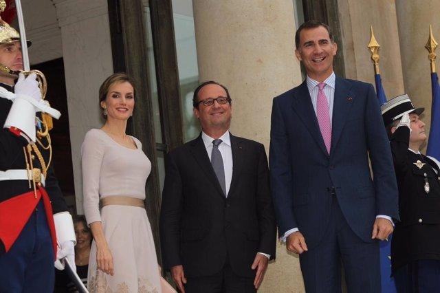 Los Reyes, recibidos en el Palacio del Eliseo por el Presidente de Francia, Fran