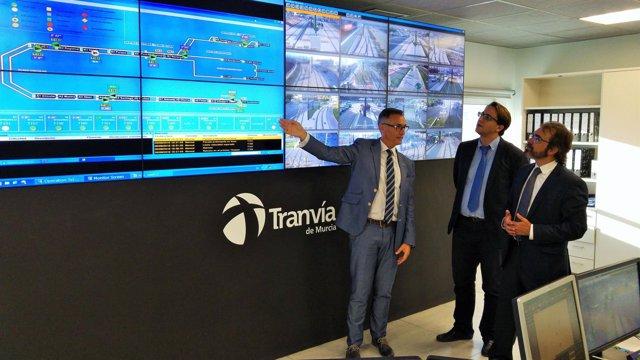 Rivera y Arias conocen funcionamiento del tranvía