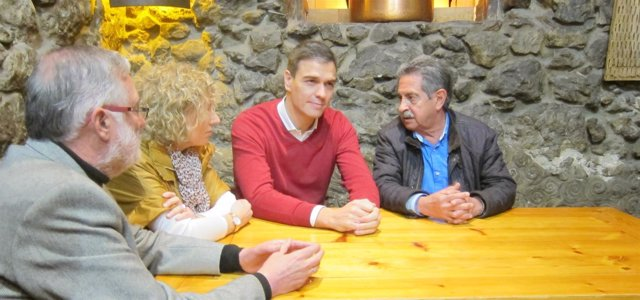 Pedro Sánchez con Revilla