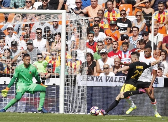 Diego Alves Kevin Gameiro Valencia Atlético