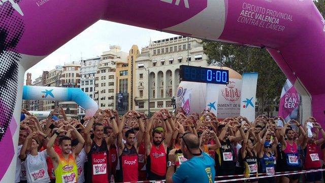 Participantes en el evento deportivo 'Valencia contra el Cáncer'