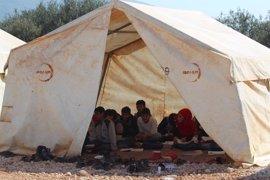 Cinco mujeres y un niño muertos por un bombardeo en un campo de desplazados en Siria