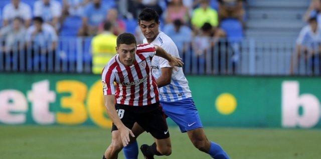 El Málaga remonta en un minuto al Athletic y el Espanyol aguanta al Villarreal