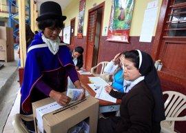 Los primeros resultados oficiales dan una ligera ventaja al 'Sí' al acuerdo de paz en Colombia