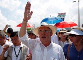 """Uribe aboga por un """"gran pacto nacional"""" y agrega que """"todos quieren la paz"""" en Colombia"""