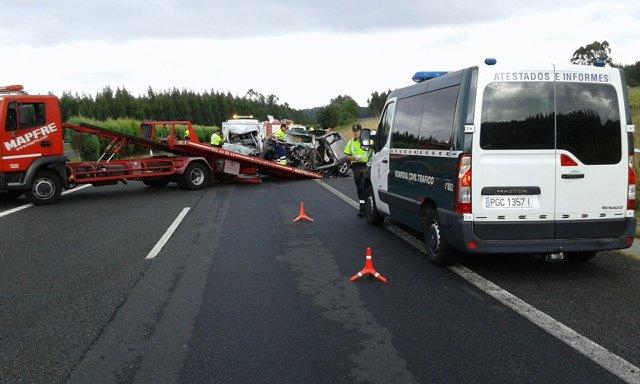 Accidente provocado por un kamikaze en Aranga (Lugo)