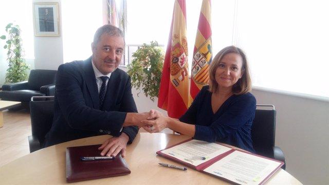 Albert Augé, de Torraspapel, y la consejera de Cultura de Aragón, Mayte Pérez