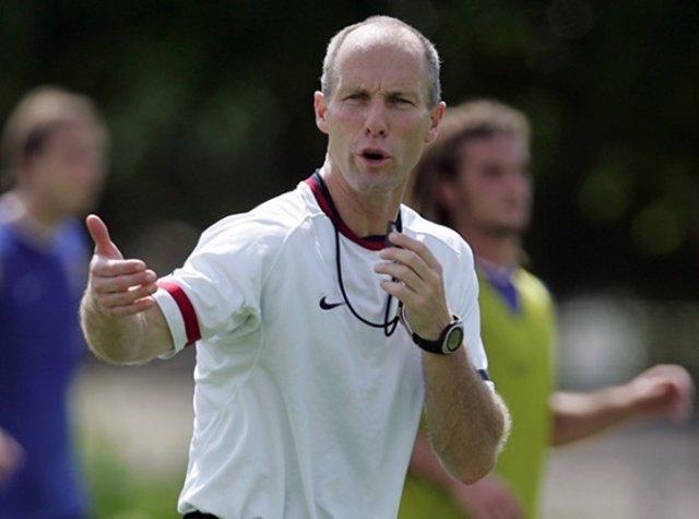 Bob Bdraley, nuevo entrenador del Swansea