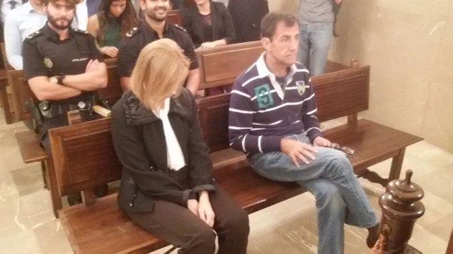 Maria Antònia Munar y Miquel Nadal, en el banquillo