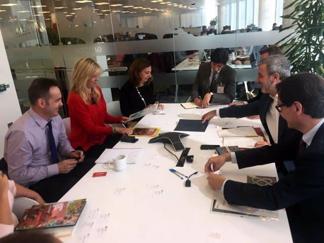 Collboni en un encuentro en Londres