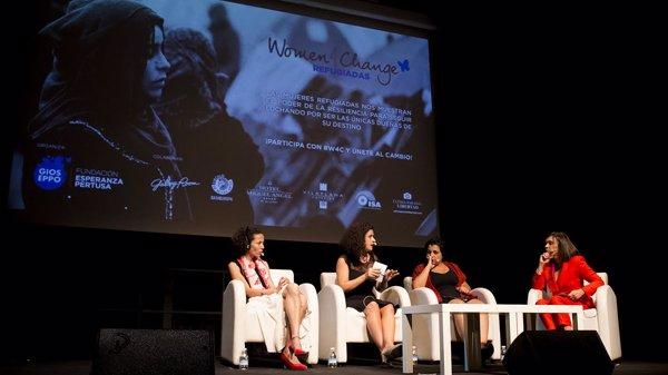 De izquierda a derecha: Oula Ramadan, Leila Nachaw