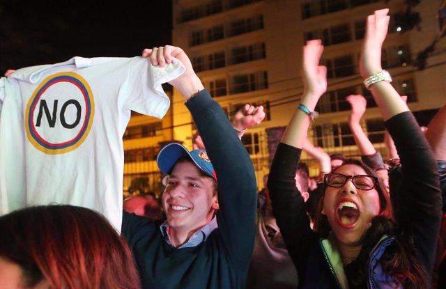 La alegría por la victoria del 'No' al acuerdo de paz y la desolación por el Sí