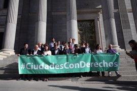 Unidos Podemos y sus Ayuntamientos piden en el Congreso derogar la reforma local
