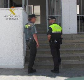 Detienen en Almonte a dos varones acusados de falsificar permisos de conducir extranjeros