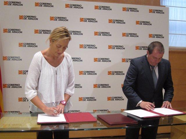 Gastón y Lanaspa en la firma del acuerdo este martes en el Pignatelli