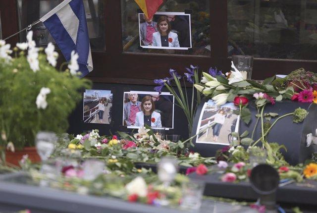 Ofrenda en homenaje a la diputada laborista Jo Cox