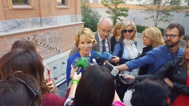 Esperanza Aguirre durante la visita al centro.