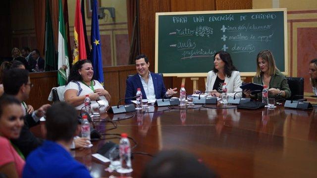 Juanma Moreno preside la reunión con interinos