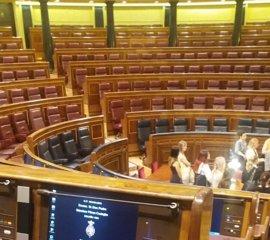 PSOE sitúa hoy a Pedro Sánchez en la quinta fila del hemiciclo del Congreso, pero no irá
