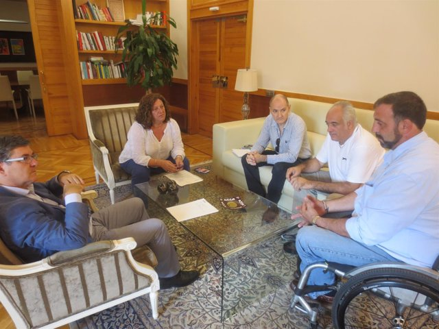 Guillén y Julve se reúnen con la Federación Interpeñas