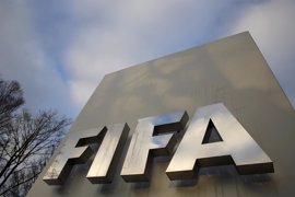 FIFA multa a Italia, Argentina y Brasil por el comportamiento racista de sus aficiones