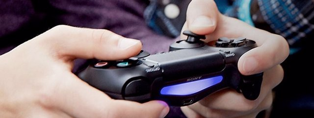 Playstation 4 Y DUALSHOCK 4