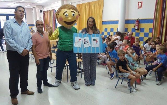Ruiz, junto a 'Toñete', durante la presentación del programa