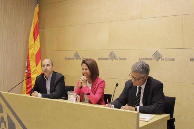 E.Casadesús, M.Madrenas y R.Huguet en el Ayto de Girona