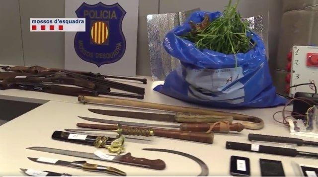 Secuestran a una mujer en El Prat para forzar la entrega de menores a un clan