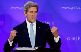 """Kerry insta a los talibán a sellar la paz para librar al país de """"fuerzas externas"""""""