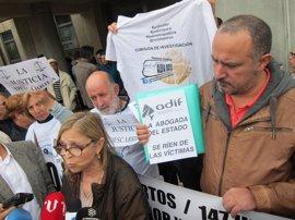 """Víctimas de Angrois acusan al juez de actuar como """"abogado defensor"""" de Adif"""