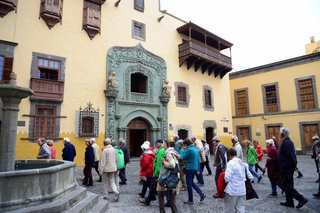 Turistas en la Casa Colón