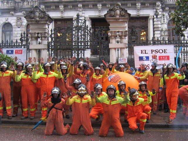 Bomberos del SEPA se concentran en la Junta General, manifestación