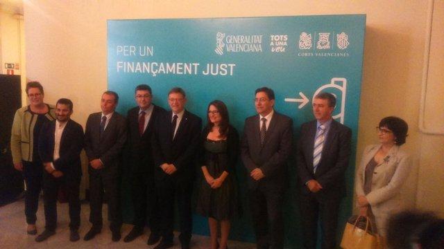 Puig y Oltra junto a otros asistes al acto por la financiación