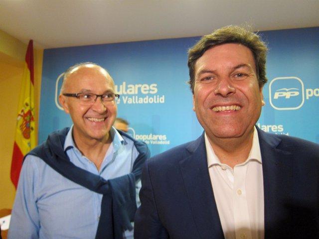 Ramiro Ruiz Medrano (izda) junto al consejero de Empleo.