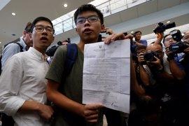 """El activista Joshua Wong, detenido en Tailandia, """"a salvo"""" tras ser deportado a Hong Kong"""