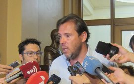 """Óscar Puente ve al PP en una situación """"estupenda"""" para exigir y lamenta la """"debilidad"""" del PSOE"""